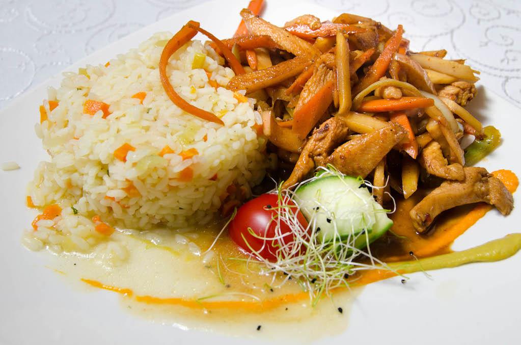 Pui in stil asiatic cu legume thai