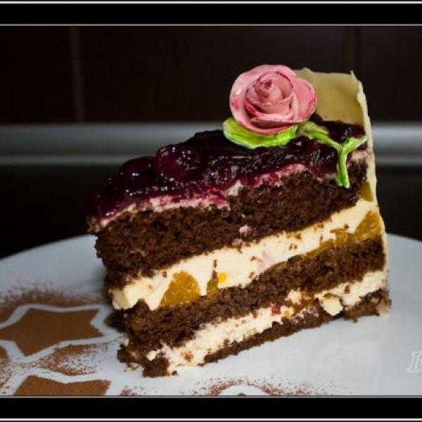Tortul casei cu vanilie si nuci